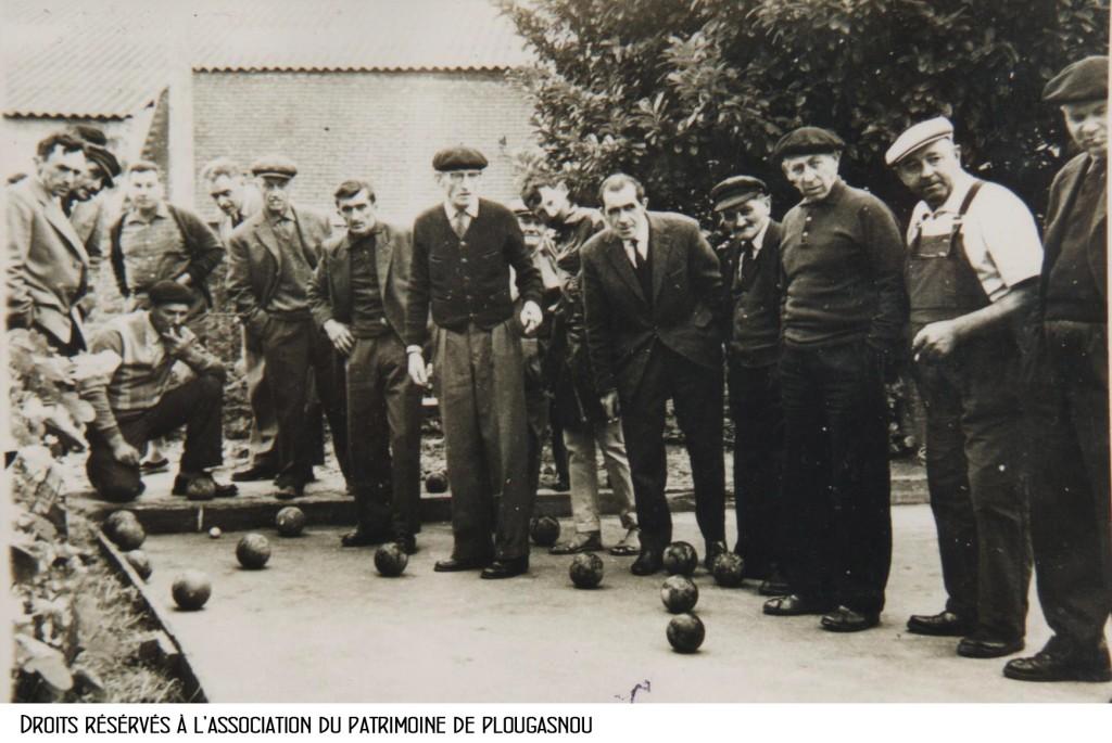 boules bretonnes chez LE JEUNE, Le Veuzit, vers 1955-60, la cocarde 001 bandeau